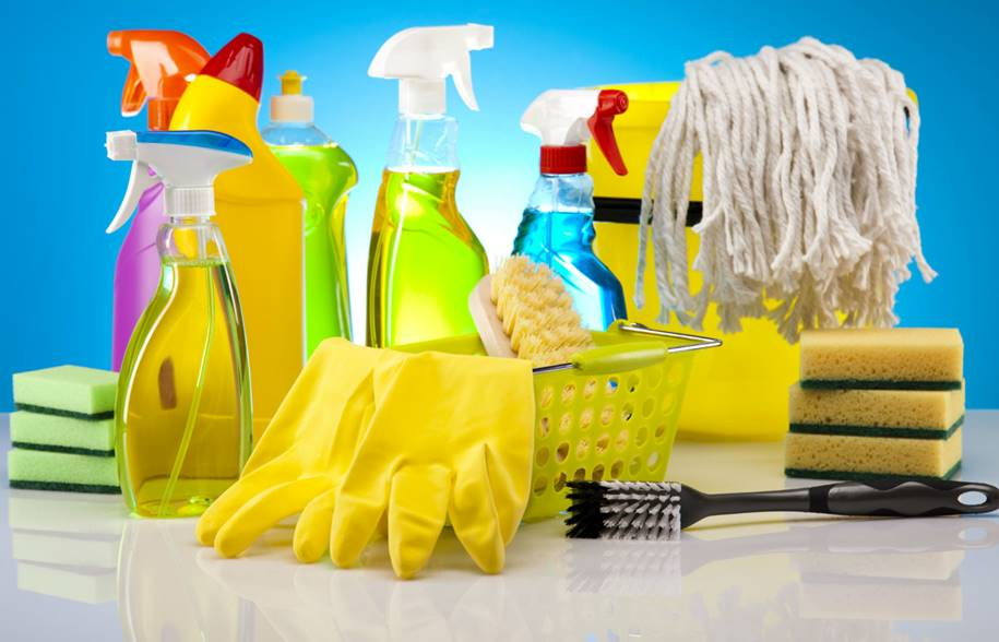 Banheiro limpo e organizado- Produtos de limpeza